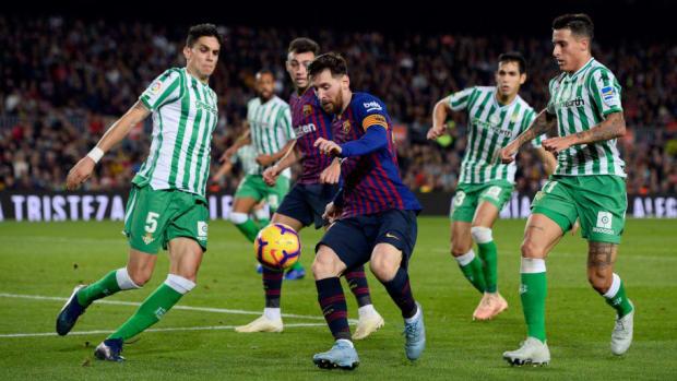 topshot-fbl-esp-liga-barcelona-betis-5d5eba94bd9063296a000001.jpg