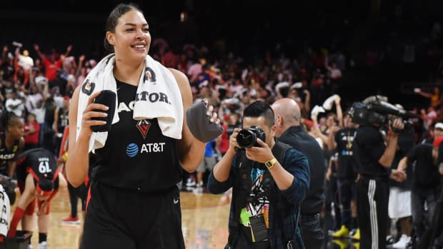 liz_cambage_unloads_the_cannon_in_game_3.jpg