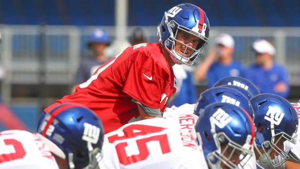 Giants Lose Three Top Wide Receivers in Opening Days of Camp--IMAGE
