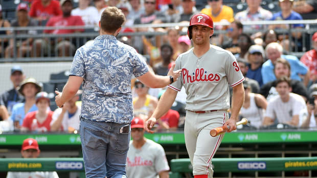 monday-hot-clicks-phillies-pirates-fan-walks-on-field-video.jpg