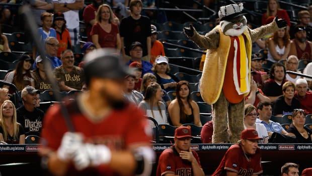 chase-field-diamondbacks-hot-dogs.jpg