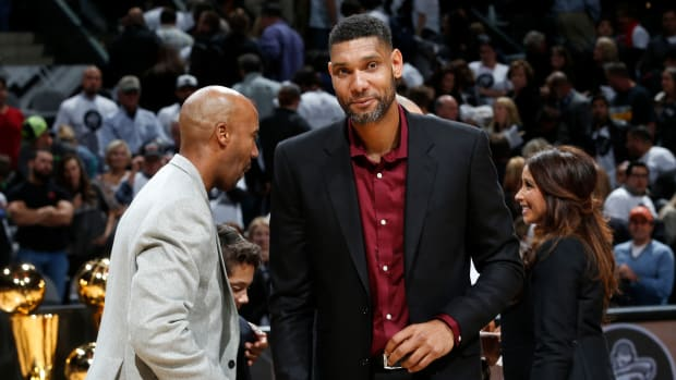 tim_duncan_spurs_assistant_coach_.jpg