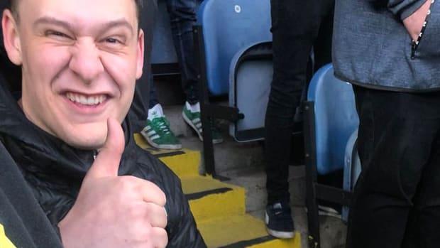leeds-united-fan-celebration-broken-ankle-photo.jpg