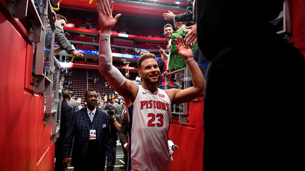 blake_griffin_extra_happy_after_beating_76ers.jpg