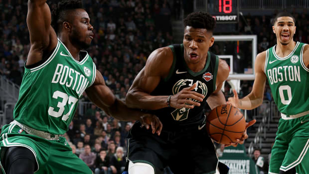 giannis_drives_to_hole_on_boston.jpg