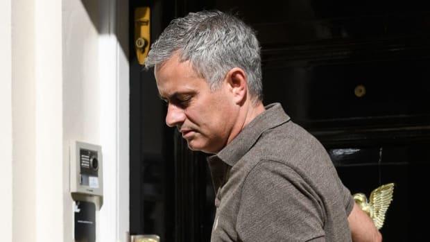 fbl-eng-pr-man-utd-van-gaal-mourinho-5d7673a4ccd33efef0000001.jpg