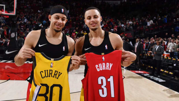 Steph Curry to Compete Against Brother Seth in All-Star Three-Point Shooting Contest - IMAGE