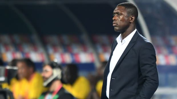 clarence-seedorf-fired-cameroon.jpg
