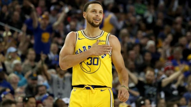 Steph Curry Surprises Texas Tech With Special Curry 6s Before Final Four - IMAGE