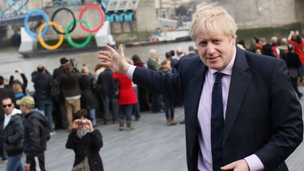 giant-olympic-rings-are-launched-on-the-river-thames-5d370c073e87b8c19b000001.jpg