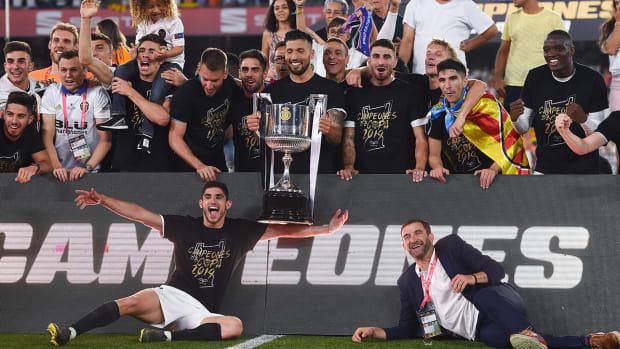 valencia_wins_copa_del_rey_over_barca.jpg