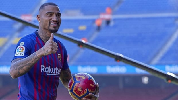 new-barcelona-signing-kevin-prince-boateng-unveiled-5c48377f99df73a76c000001.jpg