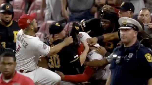 reds-pirates-brawl.jpg