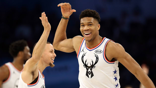 giannis_and_steph_high_five_at_all-star_game.jpg