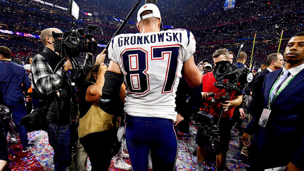 rob-gronkowski-patriots-rams-super-bowl.jpg