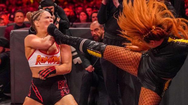 wwe-wrestlemania-ronda-rousey-injury-broken-hand.jpg