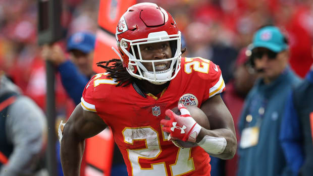 kareem-hunt-signs-cleveland-browns-contract.jpg