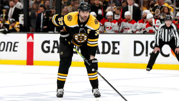 zdeno-chara-bruins-stanley-cup.jpg
