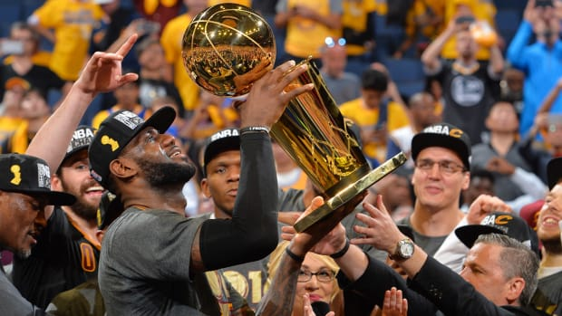 lebron-james-2016-nba-finals-podium.jpg