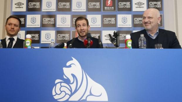 huddersfield-town-unveil-their-new-manager-5c4841d13621d033f0000023.jpg