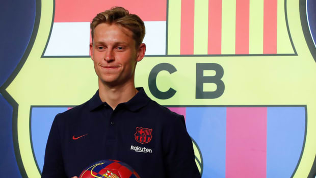 fc-barcelona-unveil-new-player-frenkie-de-jong-5d21b79ecbdf711b18000001.jpg