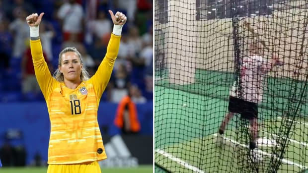 friday-hot-clicks-ashlyn-harris-uswnt-nationals-baseball-video.jpg