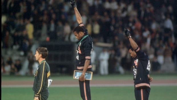 john-carlos-tommie-smith-us-olympic-hall-of-fame.jpg