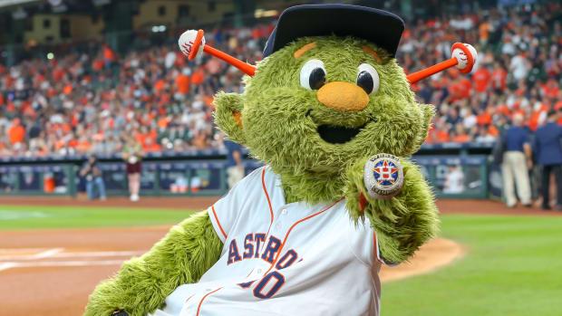 astros-lawsuit-mascot-fan-broken-finger.jpg