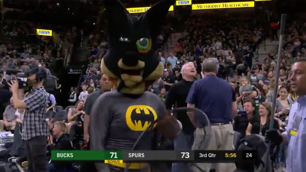 bat-spurs-bucks-mascot-loose.png