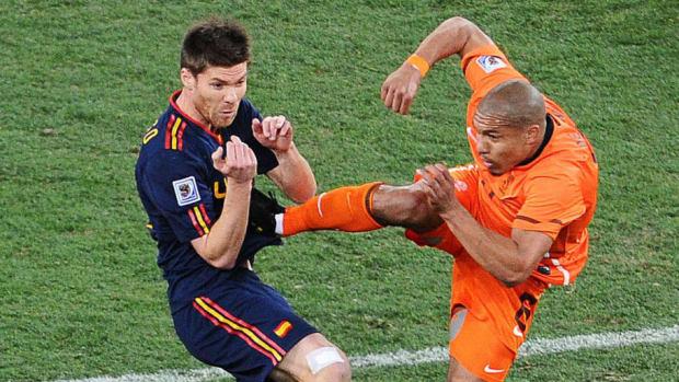 netherlands-midfielder-nigel-de-jong-r-5c4ae2262e4e3c6f26000011.jpg