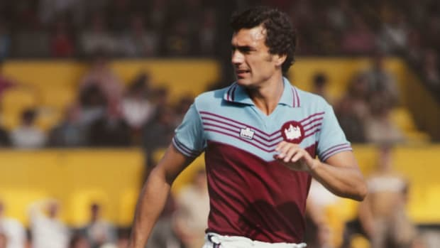 trevor-brooking-west-ham-united-1979-5cee7f795f2984d21a000001.jpg