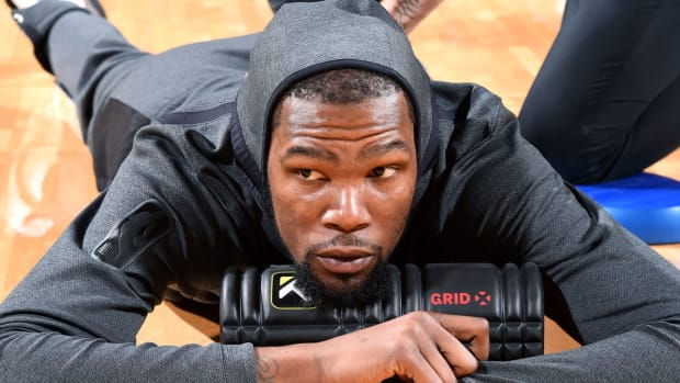 kevin-durant-travel-toronto-with-warriors.jpg