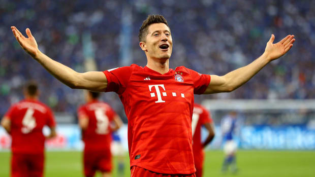 robert-lewandowski-bayern-contract-2023.jpg