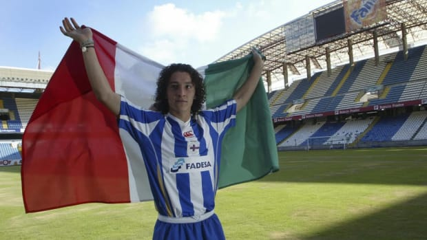 mexican-football-player-andres-guardado-5d5df9efd1773034ee000002.jpg