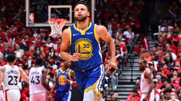 stephen-curry-warriors-nba-balance.jpg