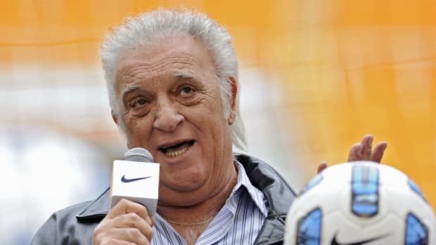 former-argentina-s-national-football-tea-5c3f3bed00a9aa574c000001.jpg