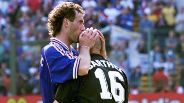 french-defender-laurent-blanc-l-kisses-5cb706ea2d9bb842c2000006.jpg