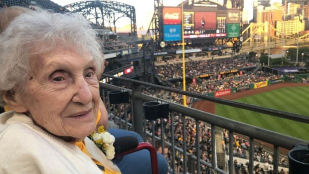 monday-hot-clicks-pirates-fan-99-years-old-first-game.jpg