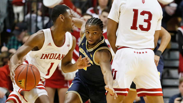 zavier-simpson-michigan-basketball-defense.jpg