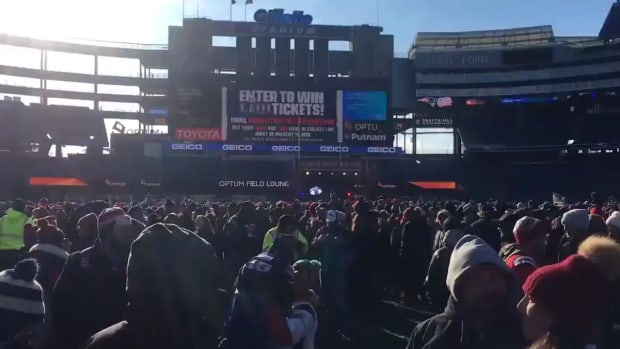 Over 35,000 Fans Attend Super Bowl Send-Off Rally for Patriots  - IMAGE