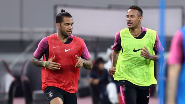 neymar_and_dani_alves_in_training_together.jpg