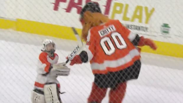 thursday-hot-clicks-flyers-gritty-kid-fight-video.png