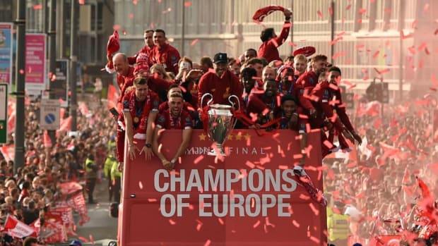 topshot-fbl-eur-c1-eng-liverpool-trophy-parade-5d68073cbadfd6b04c000001.jpg