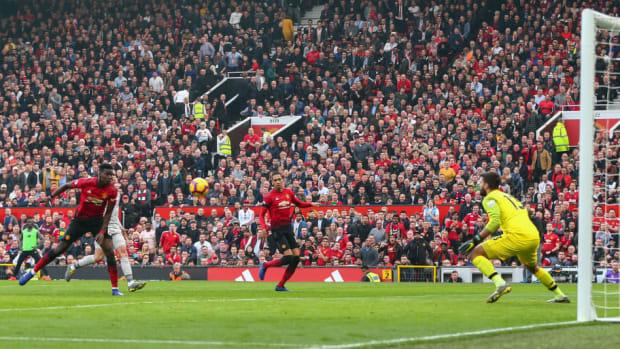 manchester-united-v-liverpool-fc-premier-league-5c72c982d9608f3f15000001.jpg
