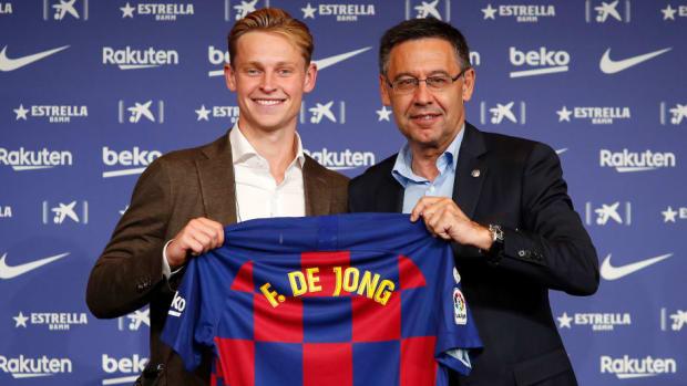 fc-barcelona-unveil-new-player-frenkie-de-jong-5d246adee1a4d4c5cc000001.jpg