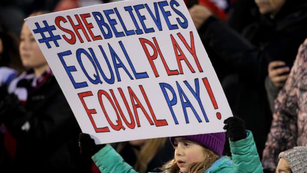 equal-pay-uswnt-fan.jpg