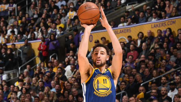 Klay Thompson ties NBA record with 10 straight 3-pointers -IMAGE