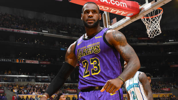 lakers-convinced-lebron-to-sit-out.jpg