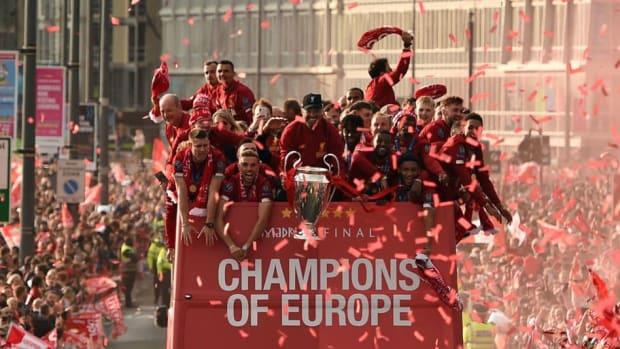 topshot-fbl-eur-c1-eng-liverpool-trophy-parade-5cf50ca26ea5879292000001.jpg