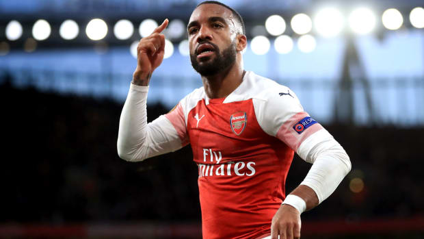 lacazette-arsenal-valencia-ucl.jpg